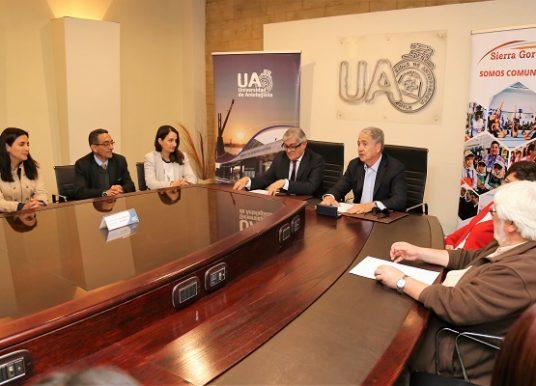 Universidad de Antofagasta y Minera Sierra Gorda firman convenio de colaboración
