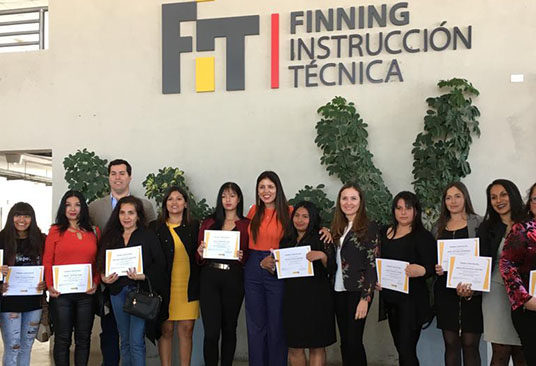 En Antofagasta: Finning y OMIL capacitan a jefas de hogar