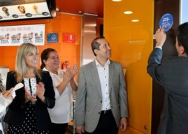 Autoridad Ambiental entrega Sello #ChaoBombillas a McDonald's