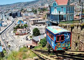 El 2,5% de los habitantes del Gran Valparaíso vive a menos de 15 minutos caminando de servicios y equipamientos básicos