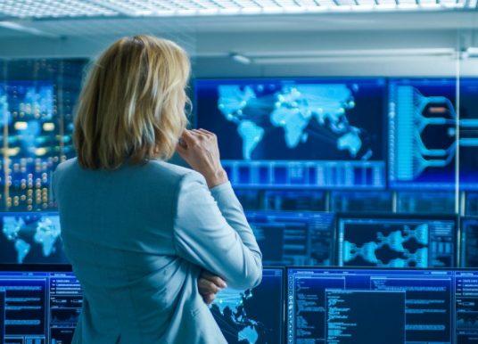 Senador Pugh pide fomentar presencia de mujeres en ciberseguridad